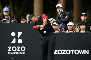 INZAI, JAPAN - OCTOBER 28: Tiger Woods of the United States hits his tee shot on the 14th hole during the final round of the Zozo Championship at Accordia Golf Narashino Country Club on October 28, 2019 in Inzai, Chiba, Japan. (Photo by Chung Sung-Jun/Getty Images)